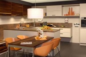 Foto Küche mit Tisch