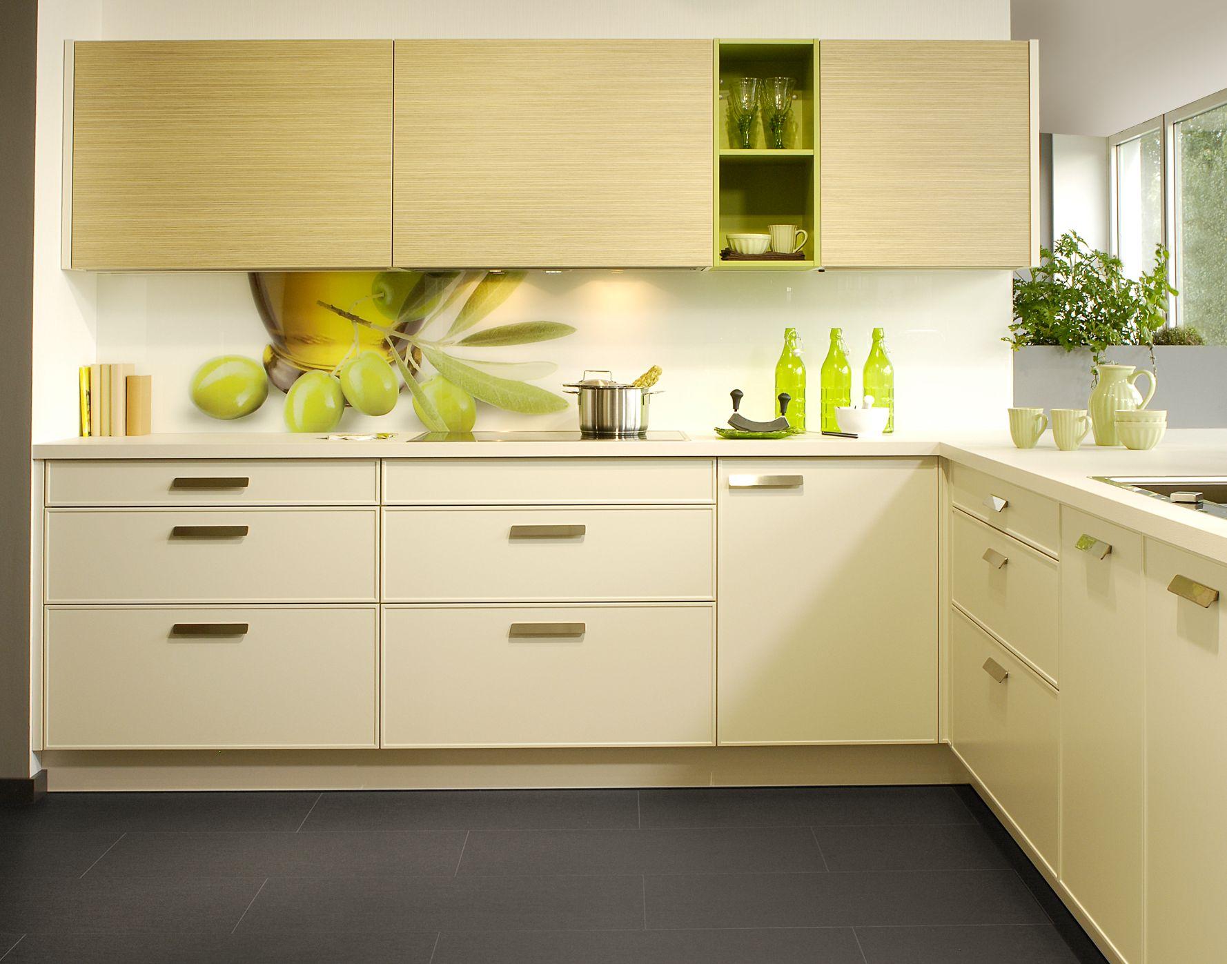 Foto Küche mit Glasrückwand